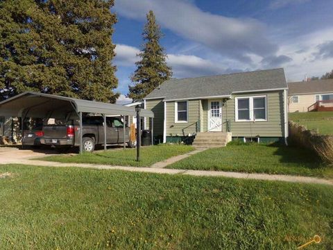 810 Gordon St, Custer, SD 57730