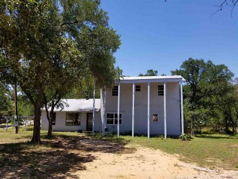 Photo of 1401 Kingshill Dr, Marble Falls, TX 78654