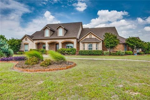 Photo of 13100 Willow Crossing Dr, Fort Worth, TX 76052