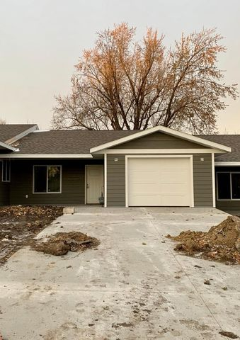 Photo of 106 W Barck Ave, Luverne, MN 56156