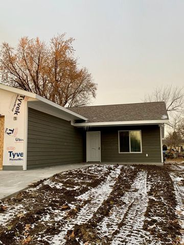 Photo of 102 W Barck Ave, Luverne, MN 56156
