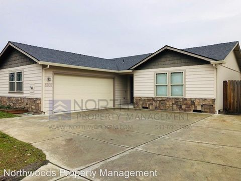 Photo of 1809 Orchard Home Dr, Medford, OR 97501