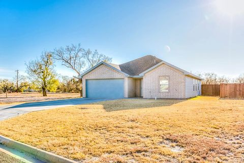 Photo of 605 W 33rd St, San Angelo, TX 76903
