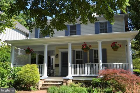 Photo of 3503 Shepherd St, Chevy Chase, MD 20815