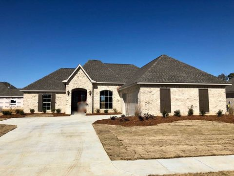Photo of 441 Araglen Dr, Canton, MS 39046