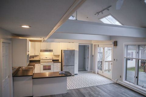 Photo of 136 Broadway St Unit D, Dover, NH 03820
