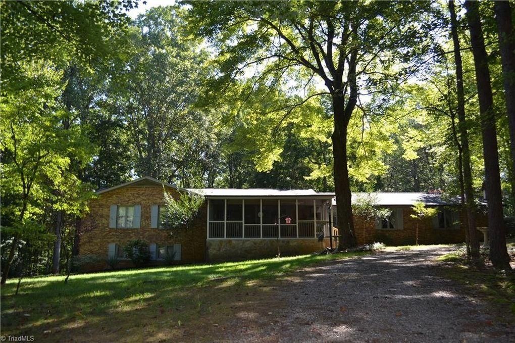 1079 Ridge Rd Pine Hall, NC 27042