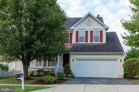 Photo of 18902 Fountain Hills Dr, Germantown, MD 20874