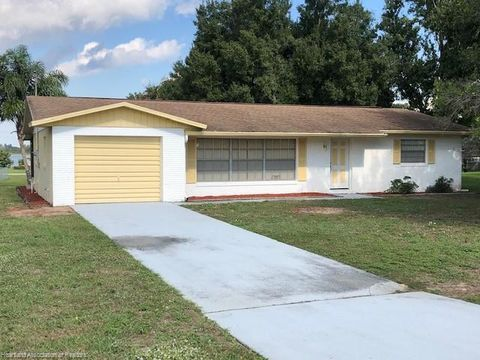 Photo of 212 Hillcrest Dr, Avon Park, FL 33825