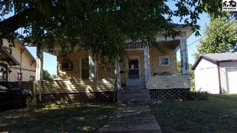Photo of 113 W Lincoln St, Lyons, KS 67554