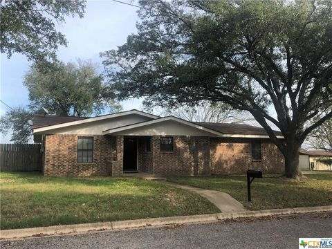 Photo of 921 S Peck St, Shiner, TX 77984