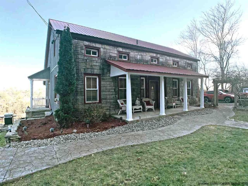 4264 Route 9W Saugerties, NY 12477