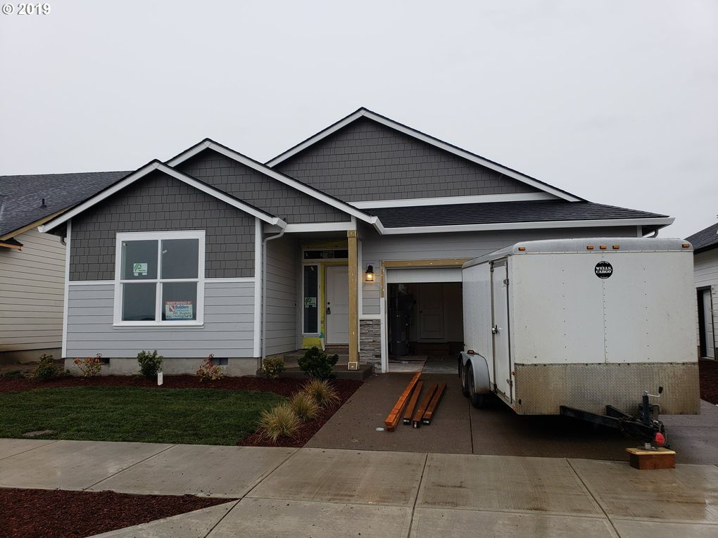 1062 Chestnut St Independence, OR 97351