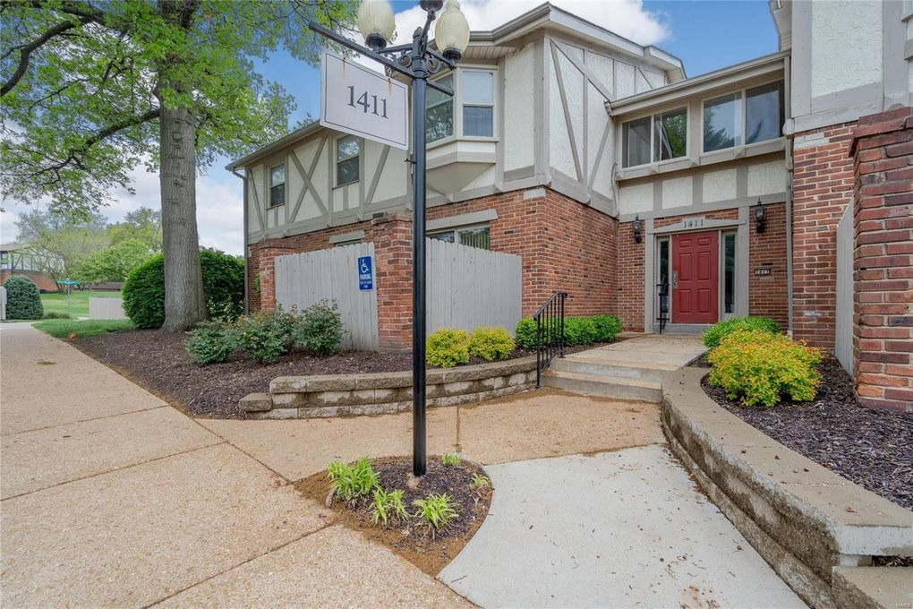 1411 Willow Brook Cv Apt 10 Saint Louis, MO 63146