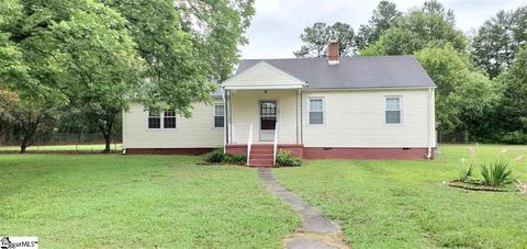 Photo of 166 Anderson Dr, Spartanburg, SC 29302