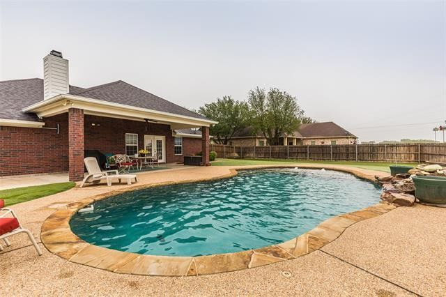 305 Northridge Cir West, TX 76691