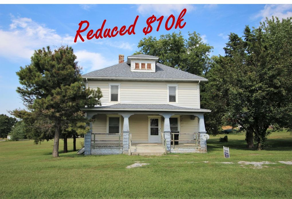 107 W 1st St Blackburn, MO 65321