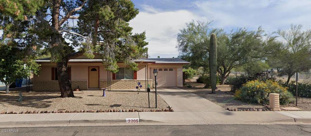 2205 E Waltann Ln Phoenix, AZ 85022