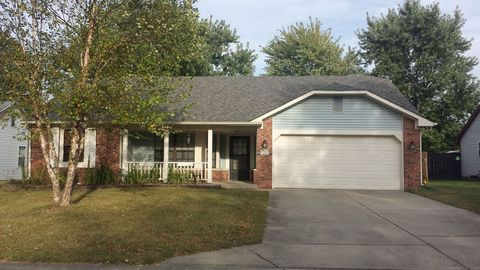 Photo of 7423 Pebblebrooke East Dr, Indianapolis, IN 46236