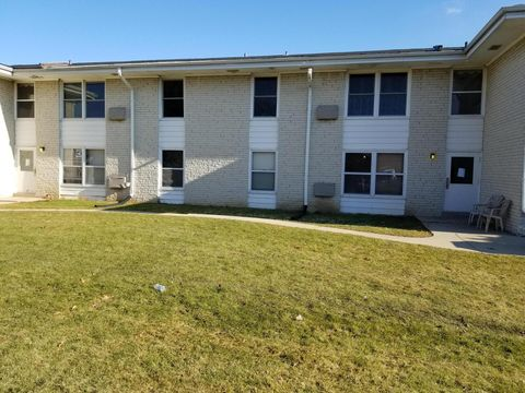 Photo of 4080 S 65th St Apt 16, Greenfield, WI 53220