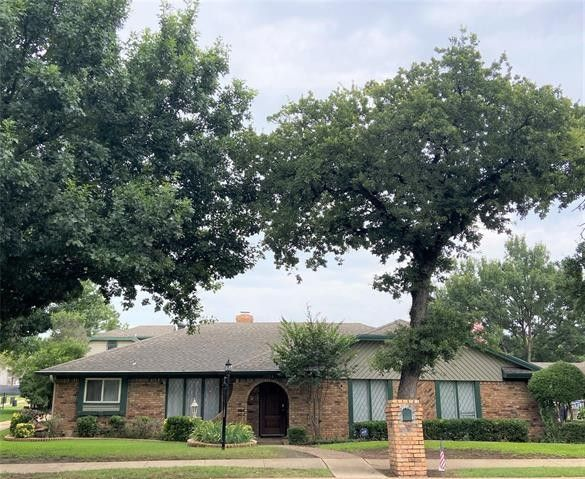 2324 Lakeview Dr Bedford, TX 76021
