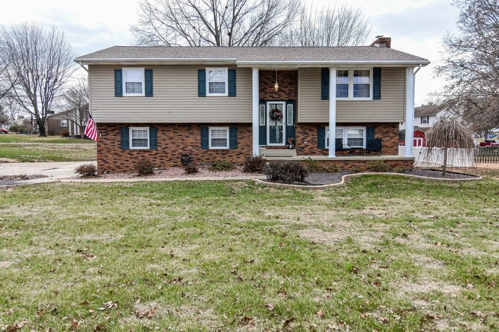 2334 Parkside Dr Wadesville, IN 47638