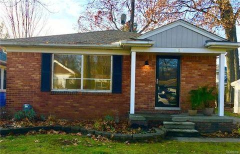 1420 Rosedale Ave, Sylvan Lake, MI 48320