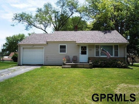 114 E 9th St, Logan, IA 51546
