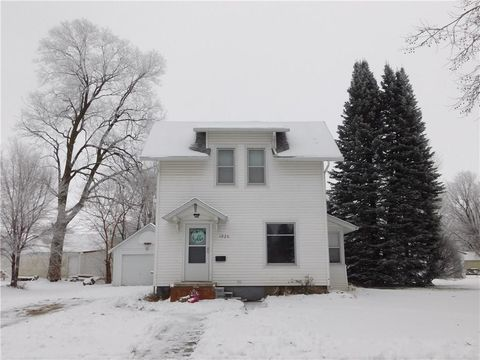 Photo of 1026 Summer St, Grinnell, IA 50112