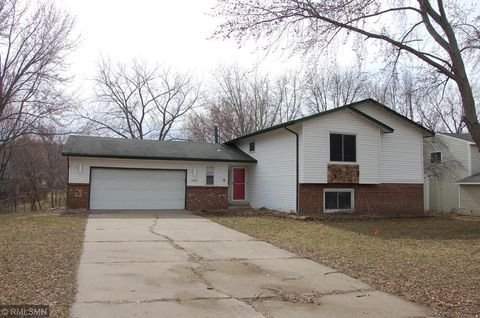Photo of 5105 Ives Ln N, Plymouth, MN 55442