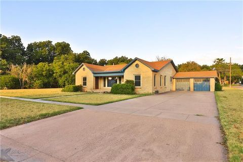 Photo of 407 N Avenue G, Haskell, TX 79521