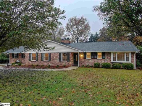 Photo of 104 S Dale Dr, Easley, SC 29640
