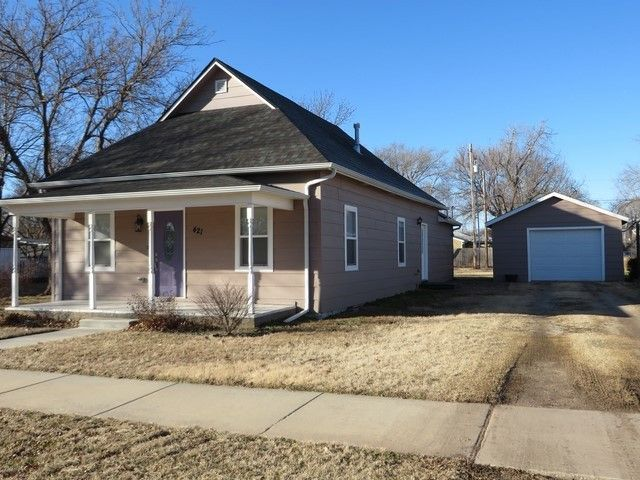 421 N Garfield St Cheney, KS 67025