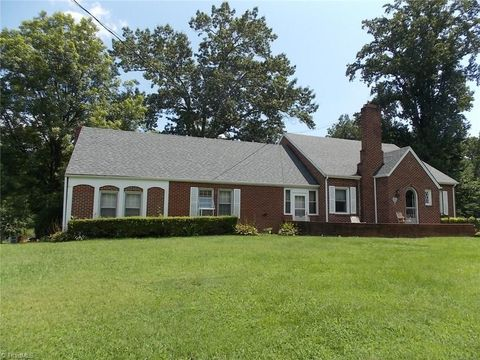 2520 Wards Gap Rd, Mount Airy, NC 27030