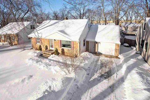 Photo of 490 Oaklawn Ave, Green Bay, WI 54304