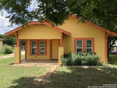 Photo of 1408 8th St, Floresville, TX 78114