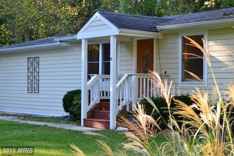 518 James Ave, Tracys Landing, MD 20779