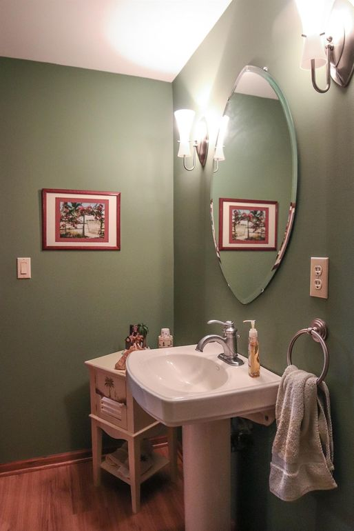 8082 Kingfisher Ln, West Chester, OH 45069 - Bathroom