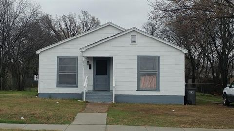 Photo of 1001 S Haynes Ave, Fort Worth, TX 76105