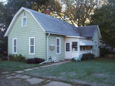 109 Ross St, Walnut, IL 61376