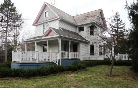 17920 Chillicothe Rd, Chagrin Falls, OH 44023