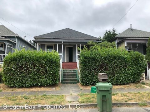 Photo of 665 S 9th St, Coos Bay, OR 97420