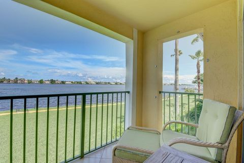 180 Yacht Club Way Apt 202, Hypoluxo, FL 33462