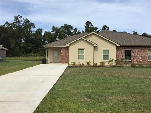 202 Village Oaks Blvd, Ponchatoula, LA 70454