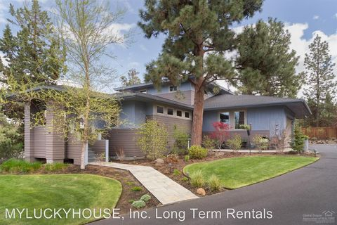 Photo of 1101 Nw Constellation Dr, Bend, OR 97703