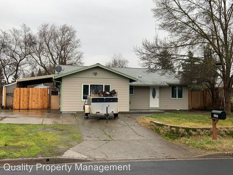 Photo of 235 S Buchanan Ave, Eagle Point, OR 97524