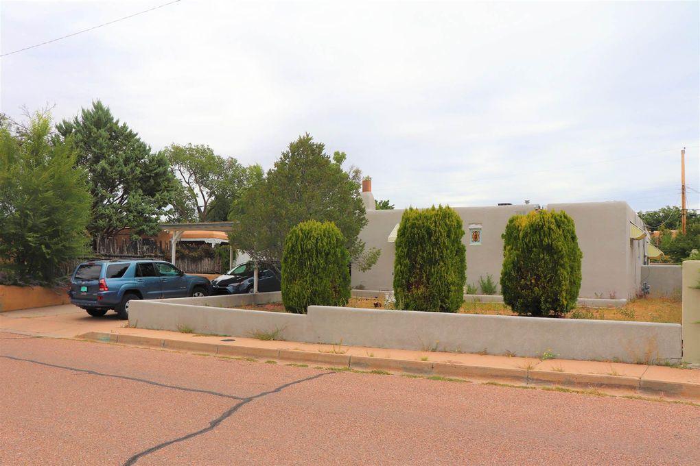 125 Lugar De Oro Santa Fe, NM 87501