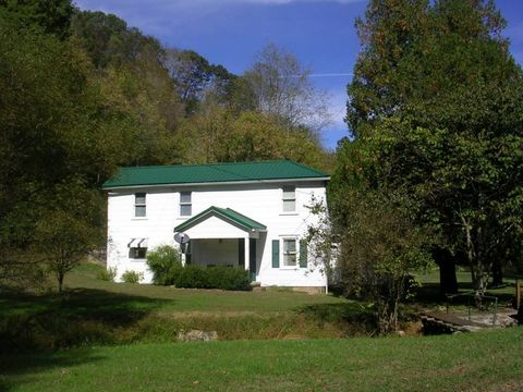 Photo of 3174 Sycamore Rd, Millstone, WV 25261