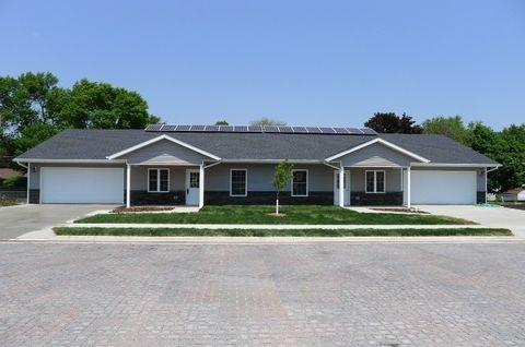 801 Parkside Ln, Charles City, IA 50616