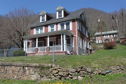 965 Magnolia Ave, Welch, WV 24801